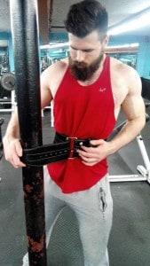tightening weight lifting belt