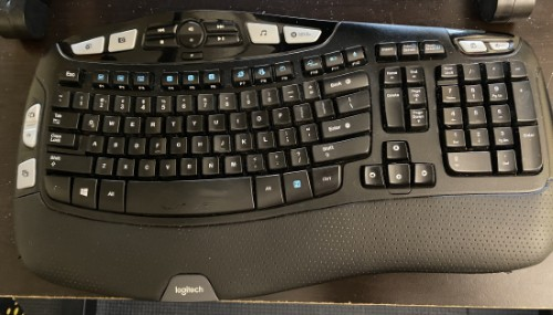 Logitech Mk550 Wireless Keyboard and Mouse